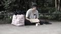 ホームレス 男性 貧乏の動画 42323943