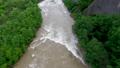 増水する川(空撮 移動撮影) 42406813