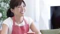 女性 リビング 会話の動画 42821018