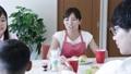 女性 母 家族の動画 42821408