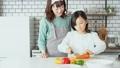 母亲女儿厨房用具 42957623