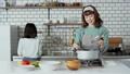 母亲女儿厨房用具 42983886