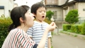 タンポポ 吹く 親子の動画 43268336