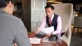 ビジネスマン 商談 打ち合わせの動画 43477625