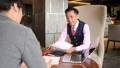 ビジネスマン 商談 打ち合わせの動画 43477630