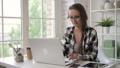 ビジネス 女 女の人の動画 43615411