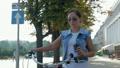 自転車 女 女の人の動画 43700007