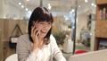 女人在會議室裡打電話 43751188