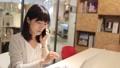 女人在會議室裡打電話 43751192