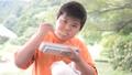 食べる 子供 人物の動画 43759146