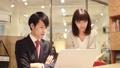 見面在會議室的男人和婦女 43795808