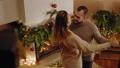 クリスマス カップル 二人の動画 43815733