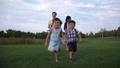 ファミリー 家族 パークの動画 44066982