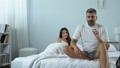 ベッドルーム 寝室 カップルの動画 44168102