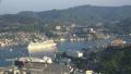 長崎市全景を俯瞰 稲佐山展望台から豪華客船の出航 タイムラプス 44328351