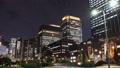 東京トワイライト 丸の内オフィス街 流れるヘッドライト タイムラプス ティルトダウン 44393380