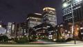東京トワイライト 丸の内オフィス街 流れるヘッドライト タイムラプス ズームイン 44393384