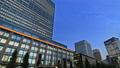 東京トワイライト 丸の内オフィス街 夕暮れ タイムラプス パン 44393540