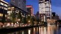 東京トワイライト 丸の内オフィス街 夕暮れからライトアップ タイムラプス ティルトアップ 44393990