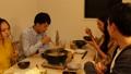 ปาร์ตี้หม้อไฟการรับประทานอาหารรอบหม้อ 44407691