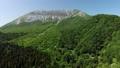 無人機鳥瞰圖從鑰匙鉤回歸看新鮮的綠色小山 44454930