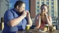 ハンバーガー バーガー カップルの動画 44534369