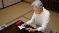 老房子老人妇女读书 44578042