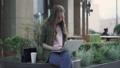 屋外 女の人 女性の動画 44776742
