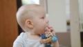 子供 ベビー 赤ちゃんの動画 45000984