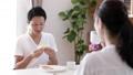 カップル 家族 食事の動画 45016702