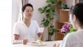 カップル ダイニングテーブル 家族の動画 45016707