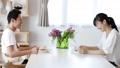 カップル ダイニングテーブル 家族の動画 45016709