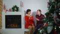 シャンペン ファミリー 家庭の動画 45066753