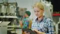 woman,tablet,engineer 45168892