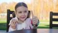 パン 子供 食の動画 45170388