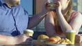 ハンバーガー バーガー カップルの動画 45277607