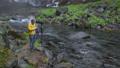 在Fujinomiya市拍攝Shiraito瀑布和瀑布的外國遊客 45413681