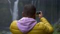 用智能手机拍摄Shiraito瀑布和富士宫市瀑布的游客 45436332