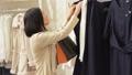 服 衣類 衣料品の動画 45728041