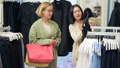 服 衣類 衣料品の動画 45728140