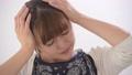 ミドル女性 頭痛 マッサージ 45733206