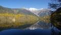 秋の上高地 大正池と穂高連峰 45984287