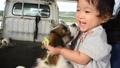 子犬と赤ちゃん 子犬 赤ちゃん 女児 一歳児 女の子 人物 女性 かわいい 動物 戌年 46005468