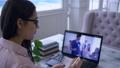 デスク 机 女性の動画 46018542