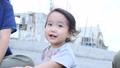 一歳の女の子 一歳児 一歳 幼児 赤ちゃん 女性 人物 かわいい 屋内 スローライフ ライフスタイル 46069345