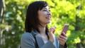 ビジネスウーマン スマートフォン 女性の動画 46079363