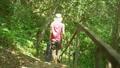 ハイキング 山歩き 女性の動画 46193681