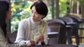 中間女性餐館多士旅行圖像 46385215