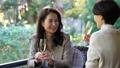 中間女性餐館多士旅行圖像 46385217