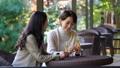中間女性餐館多士旅行圖像 46385218